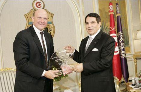 Steve Ballmer récompense Ben Ali (archives de La Presse).