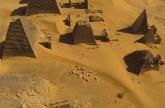 Vol au dessus des pyramides nubiennes