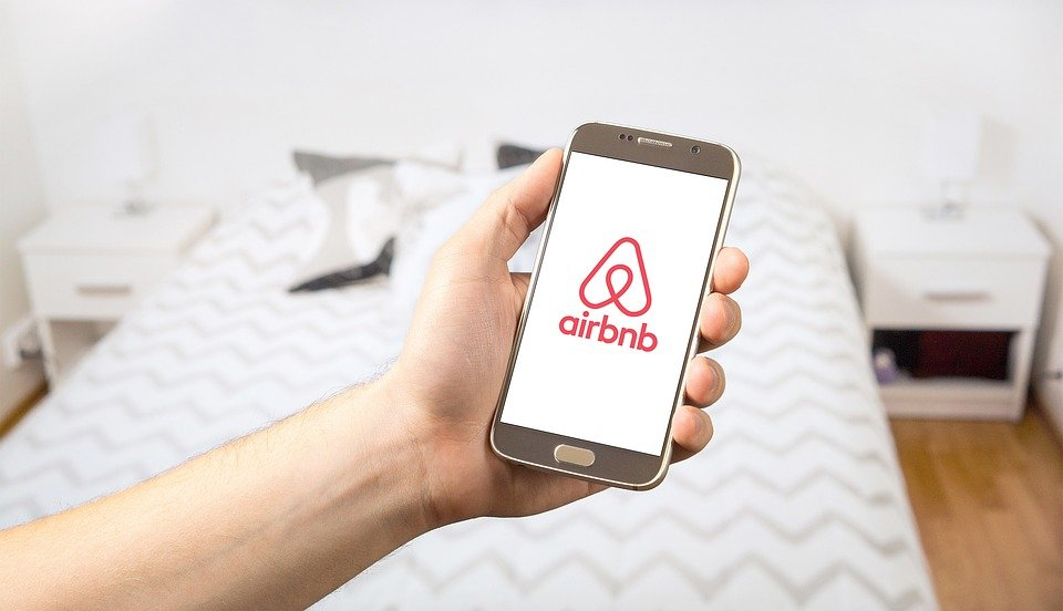 Comment savoir s'il y a des caméras cachées dans votre Airbnb ?