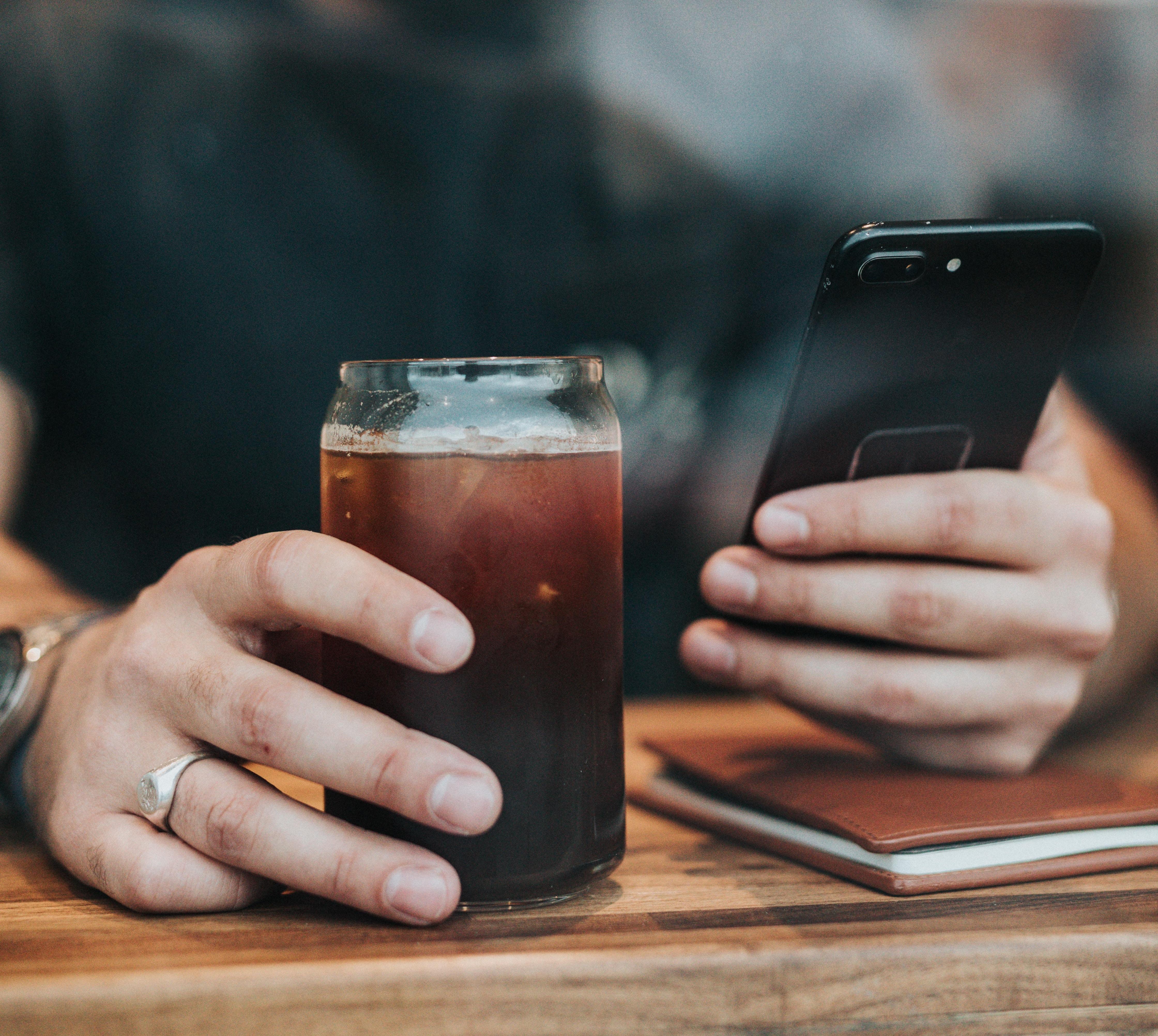Comprendre les mécanismes d'addiction aux applications et aux réseaux sociaux