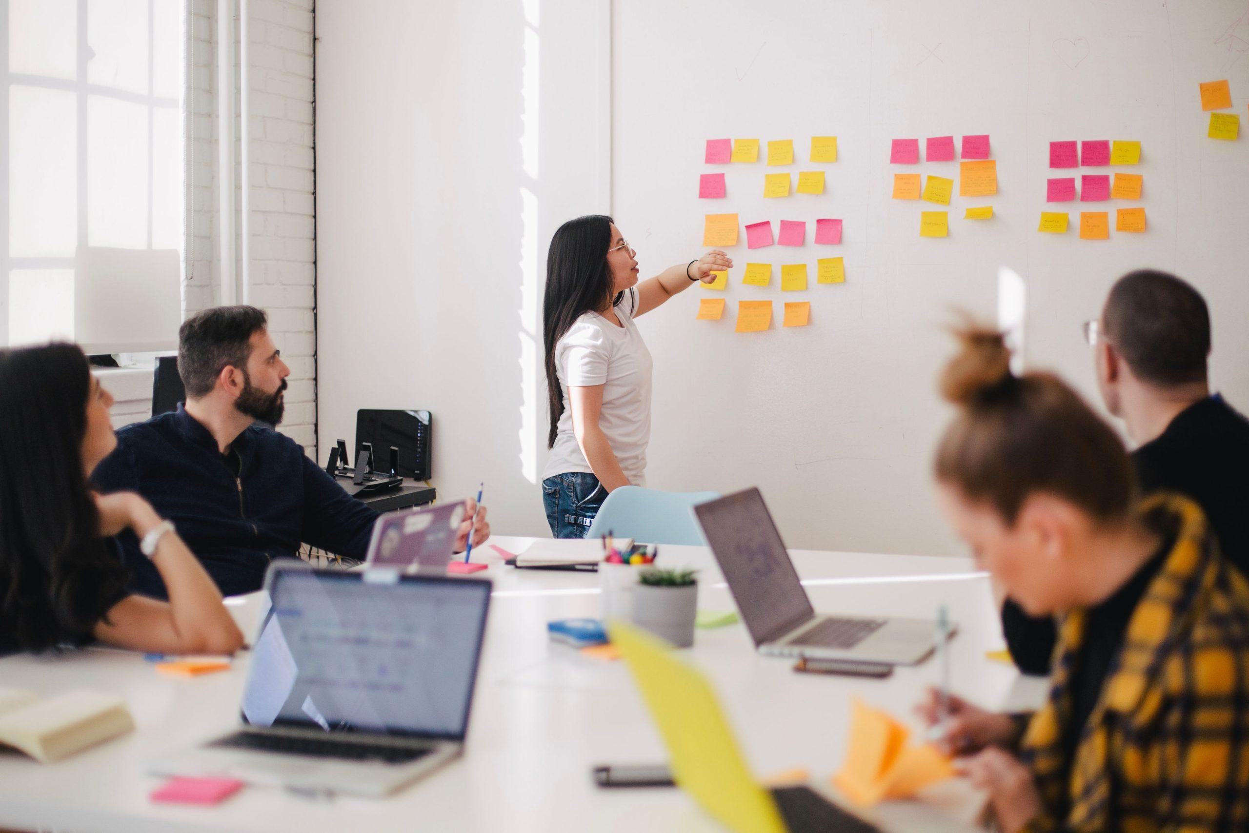 Des outils pour donner des cours ou faire des réunions en ligne
