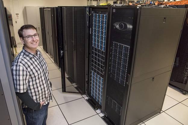 Gregory Kurtzer dans un datacenter